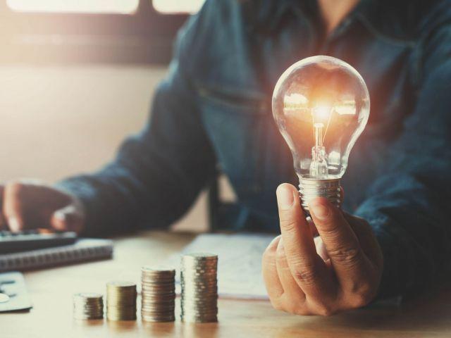 Tarifas de luz, cómo ahorrar: fija, indexada y PVPC